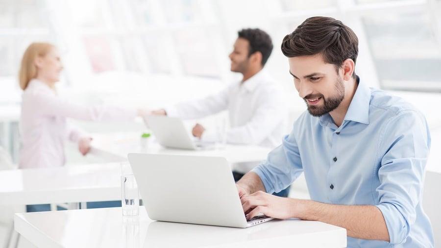 beneficios de gestionar el registro y control horario con Happÿdonia