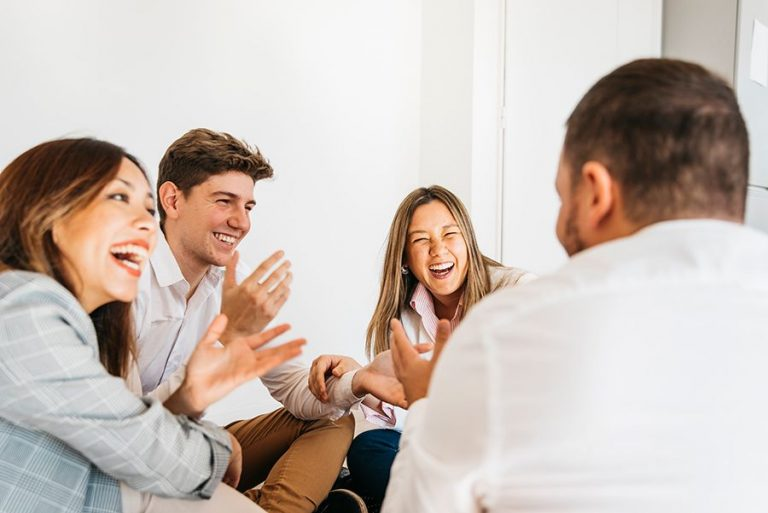 Impulsar-una-cultura-feliz-empresa-es-cosa-de-todos-los-miembros-de-la-organizacion-768x513