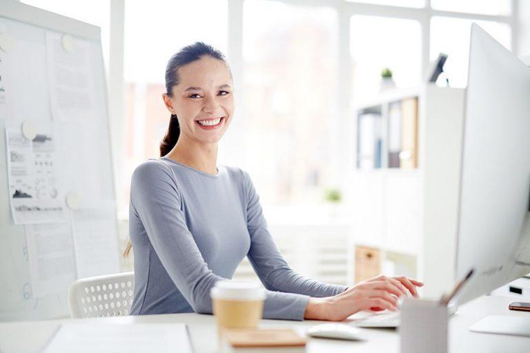 contribuir-felicidad-laboral-personas-empresa-768x512