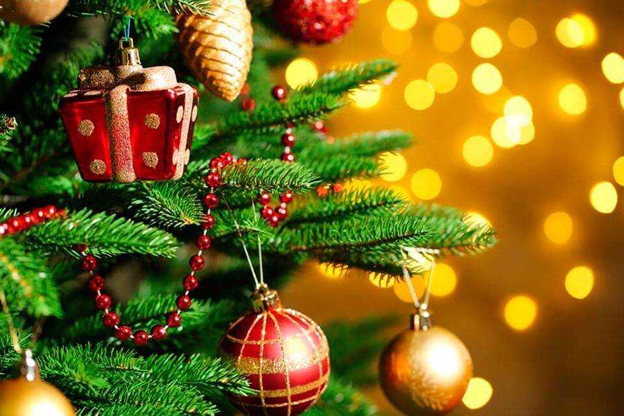 Decorar la casa en Navidad, creando tus propios adornos.
