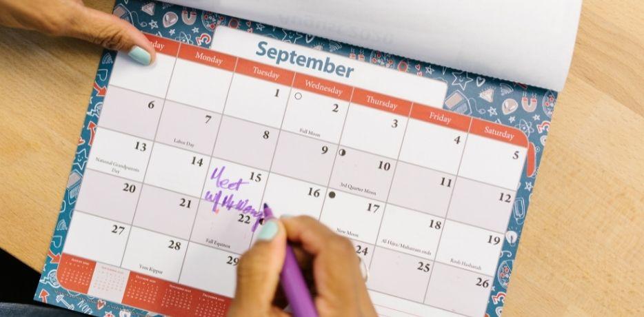 Cómo prevenir el estrés postvacacional creando un entorno laboral saludable para tu equipo