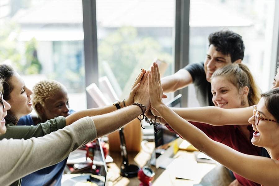Cómo conectar con tus empleados para lograr un mayor compromiso laboral